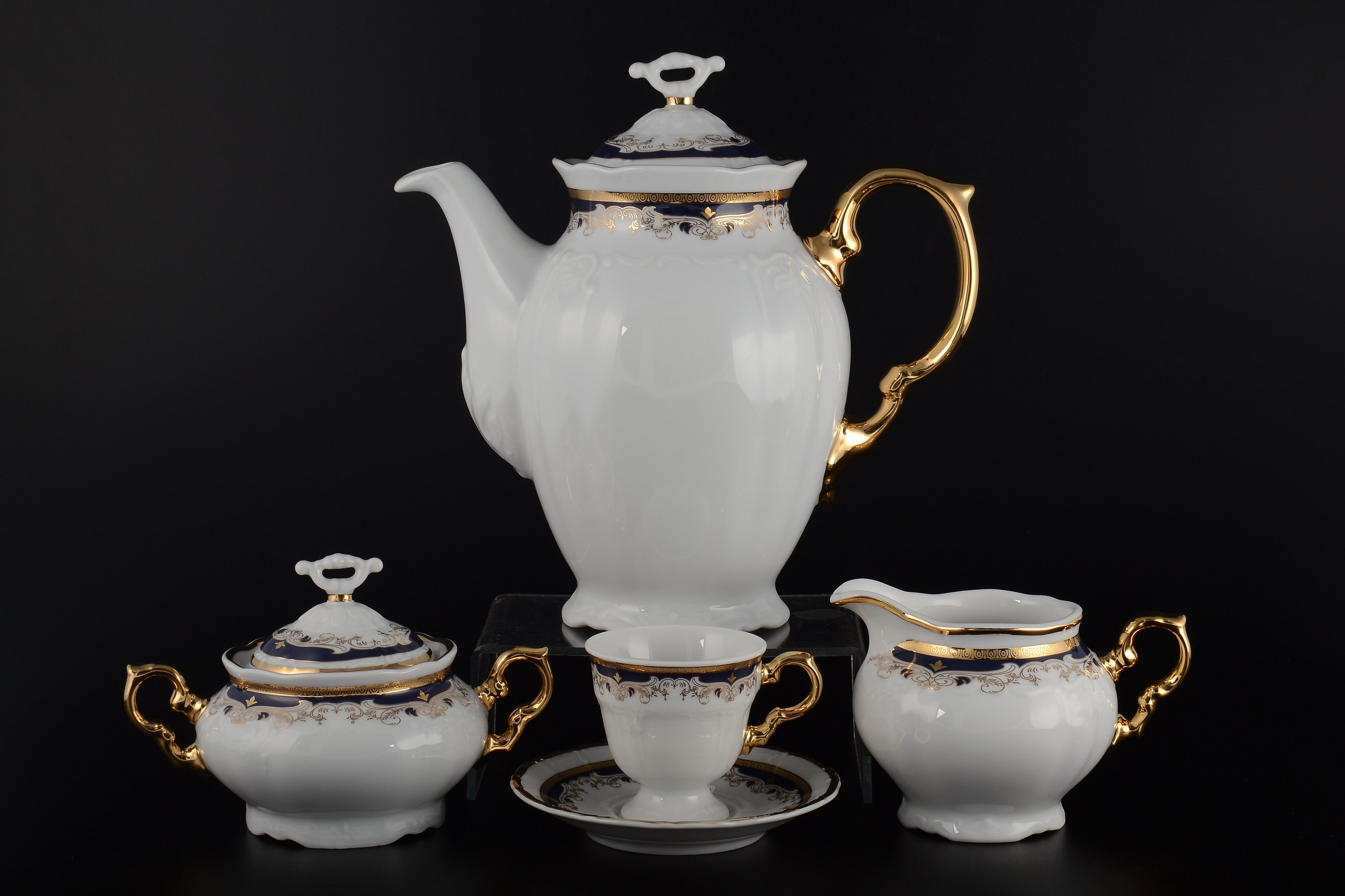 Кофейный сервиз МАРИЯ-ЛУИЗА СИНЯЯ ЛИЛИЯ от Thun 1794 a.s на 6 персон, 17 предметов