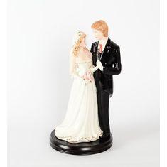 Керамическая статуэтка жениха и невесты на деревянной подставке 18х37 см от Royal Classics